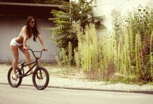 barefoot-on-bmx-bike-wallpaper-for-1600x1200-2457-3